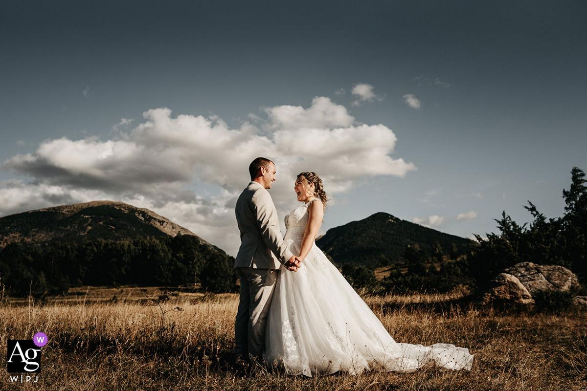 mariés devant le Cambre d'Aze à Eyne en Cerdagne dans les Pyrénées-Orientales