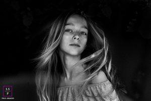 portrait d'une adolescente à domicile, au sud de Barcelone