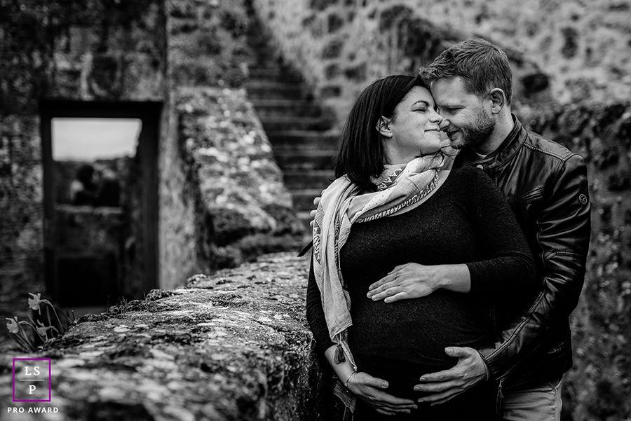 couple lors d'une séance grossesse en région parisienne