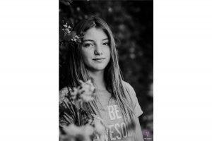 portrait d'une adolescente à Sitges au sud de Barcelone